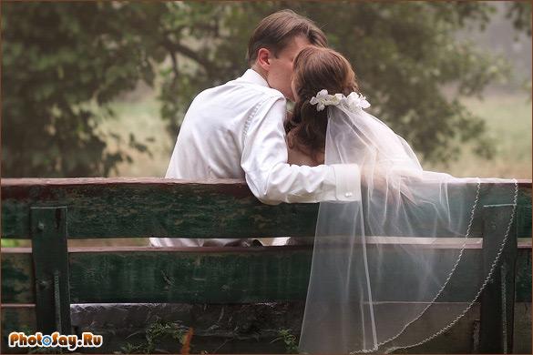 пары знакомятся уже на свадьбе