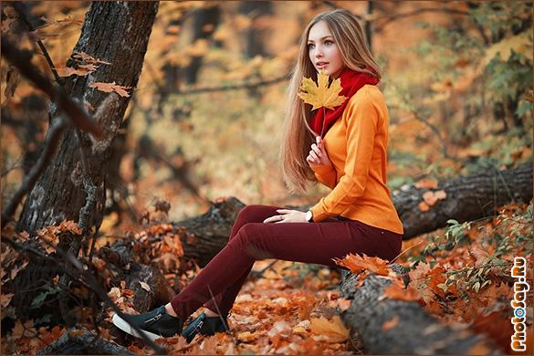 Девушка фоткается в лесу без одежды — pic 2